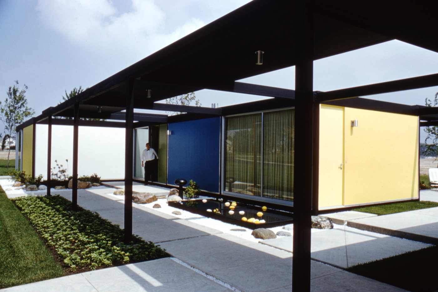 A mid-century modern home designed by Emil Tessin